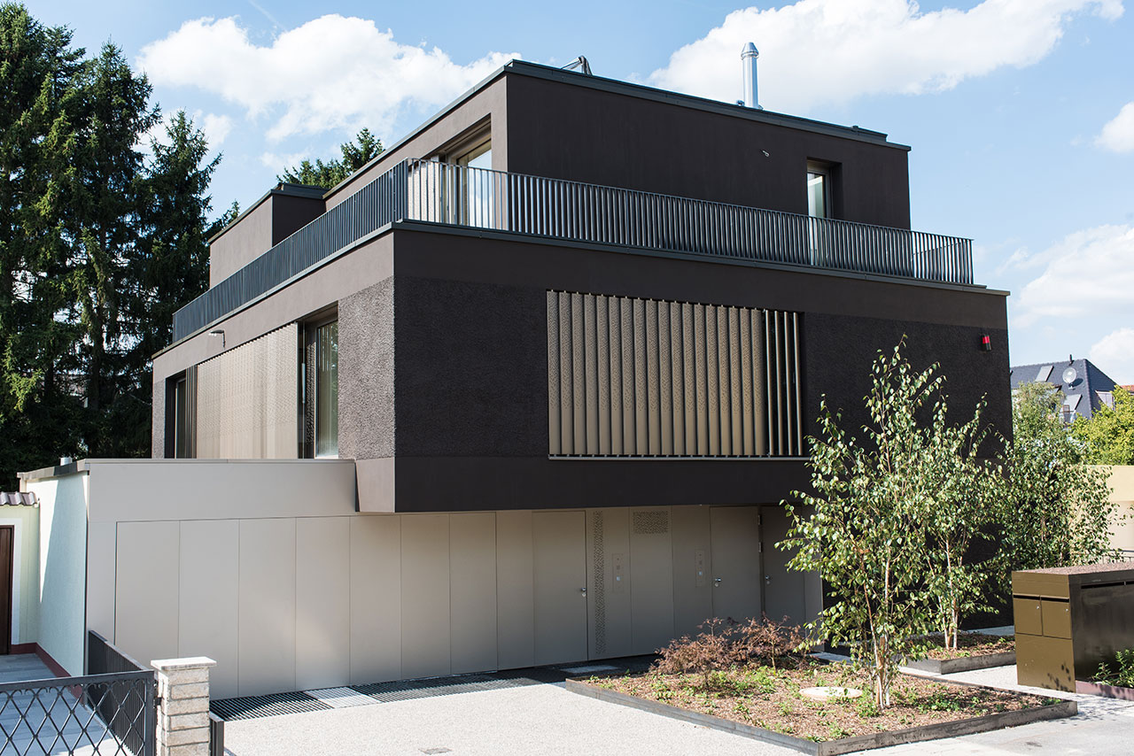 Perforated metal sheet, operable as screening and shading device | Three-family house